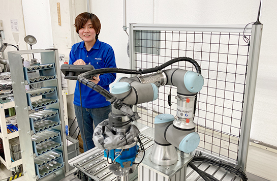 少量多品種で職人が行う作業のロボット化に成功